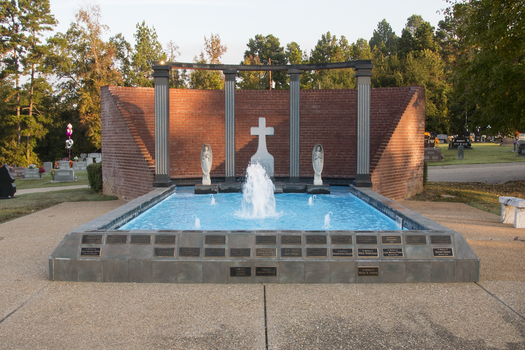 Longview remembrance fountain - Rosewood park cemetery